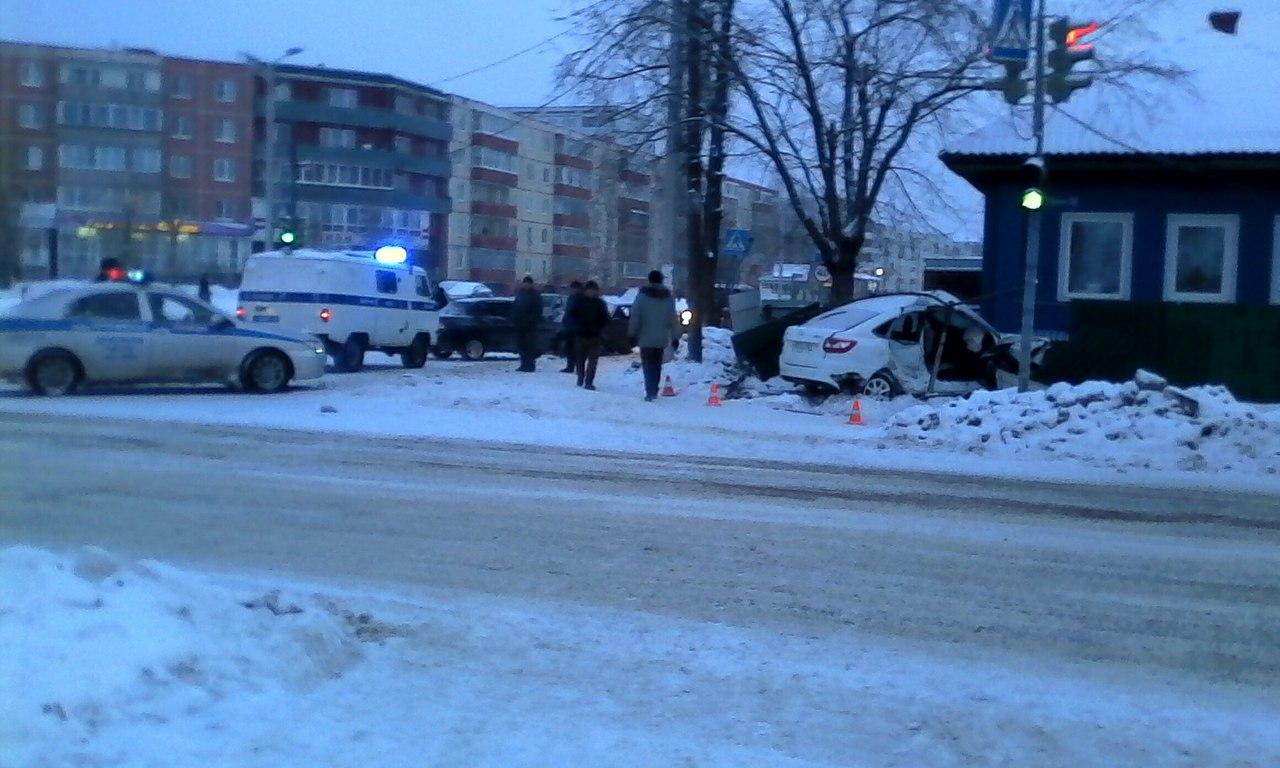 Пассажир Лада умер всмертельном ДТП вцентре Добрянки