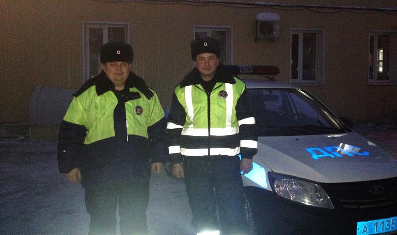 Пермские полицейские спасли замерзавшую натрассе автоледи