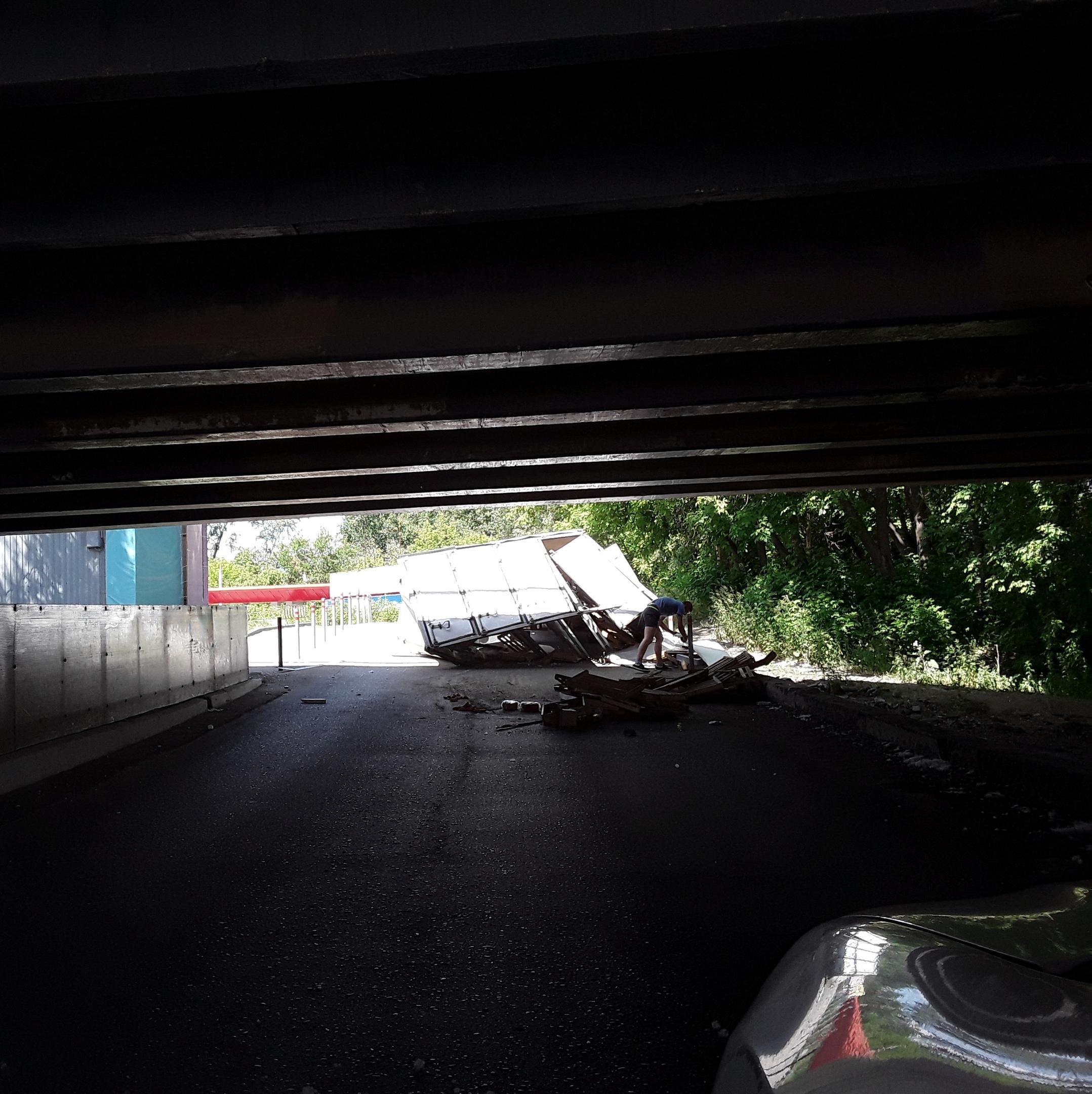 Сейчас инаУрале. ВПерми «газель» развалилась под еще одним «мостом глупости»