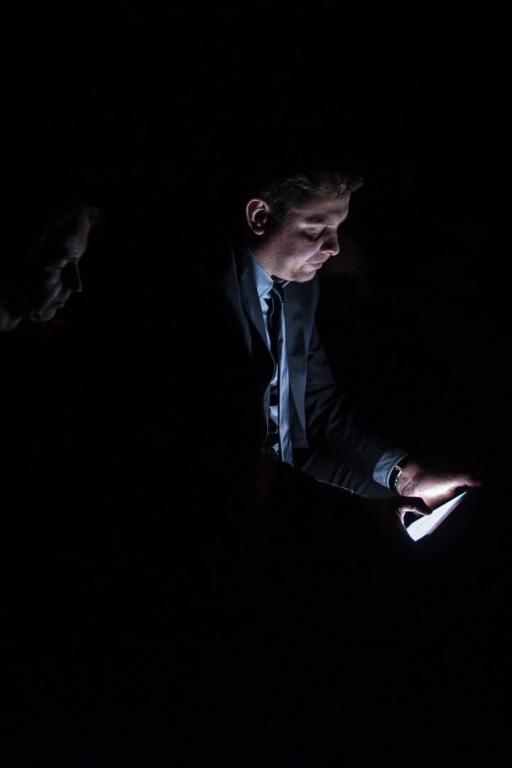 артист стихи шаги в темноте имеются какие-то нарушения